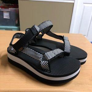 Teva Flatform Universal Sandal 7
